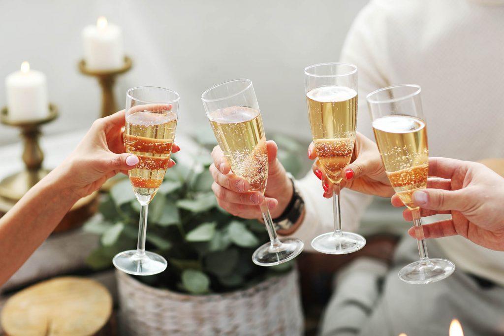Brindar con champan manchego